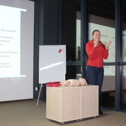 how to deliver a first aid for kids